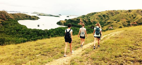 padar island komodo trekking
