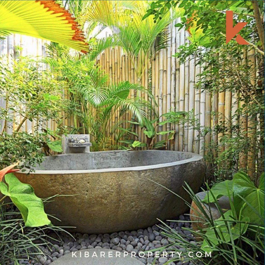 Luxurious Outdoor Bath Tub