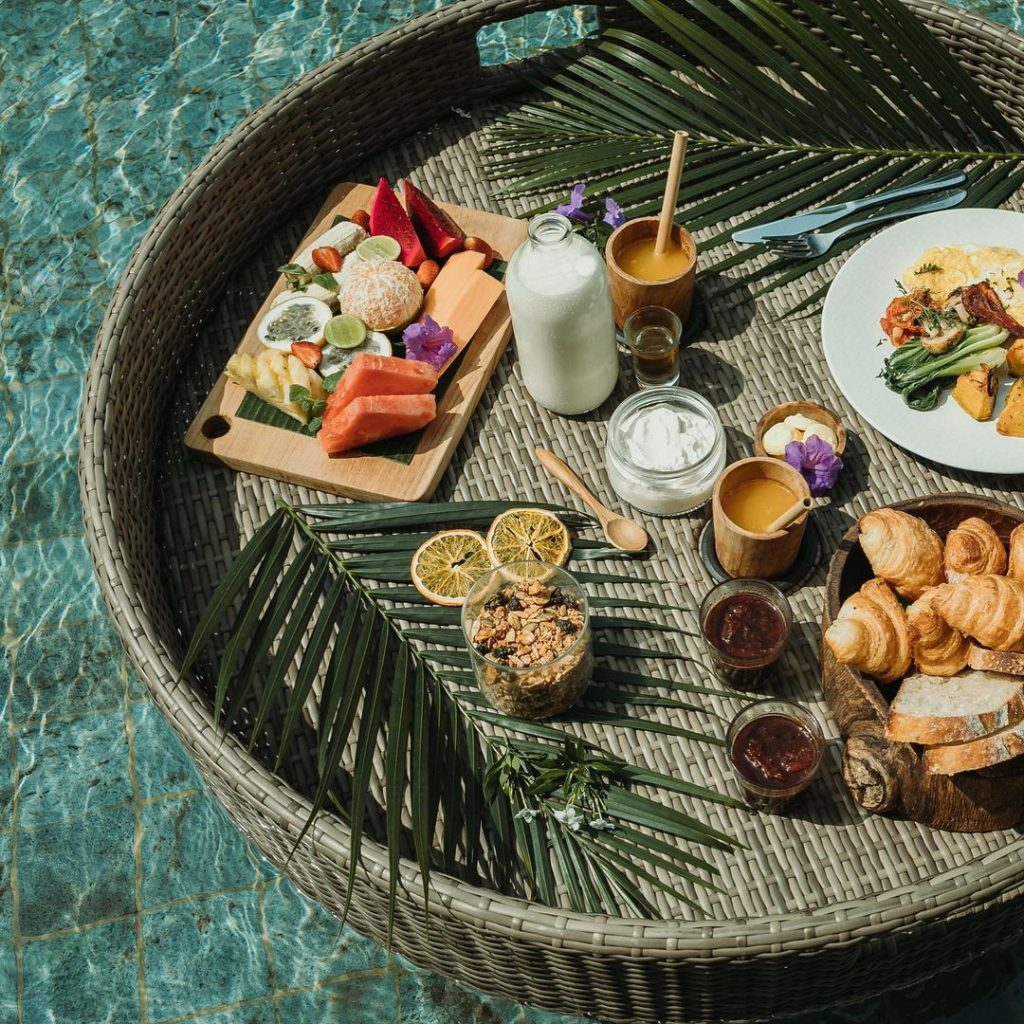 No Luxury Villas in Bali is Complete without Floating Breakfast